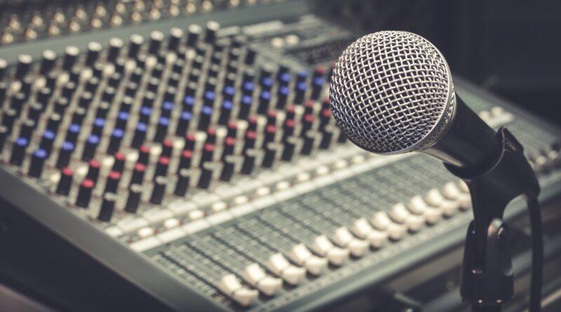 How to become a Radio Jockey