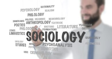 How to become a Sociologist