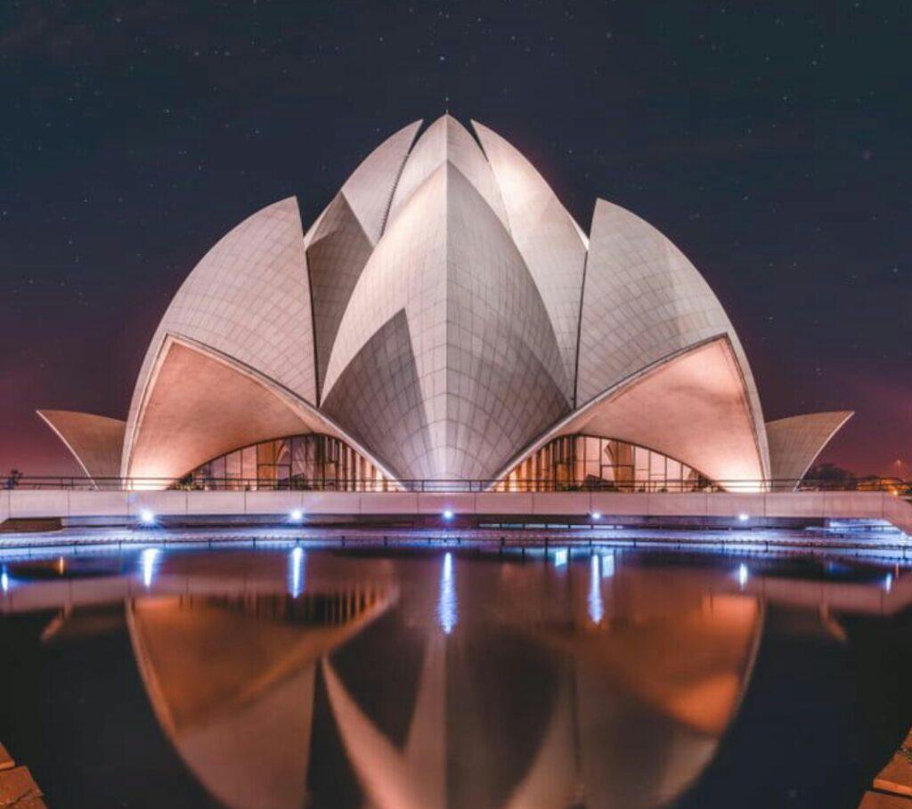 lotus temple , Delhi tourist places, best places to visit in delhi