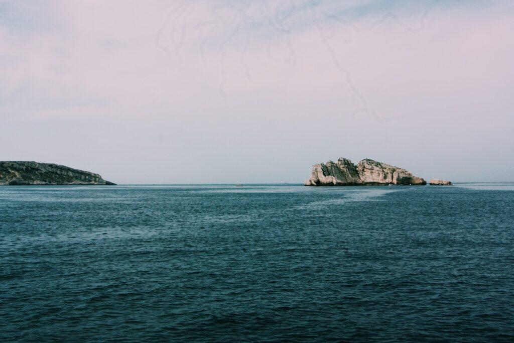 island near the ocean photography