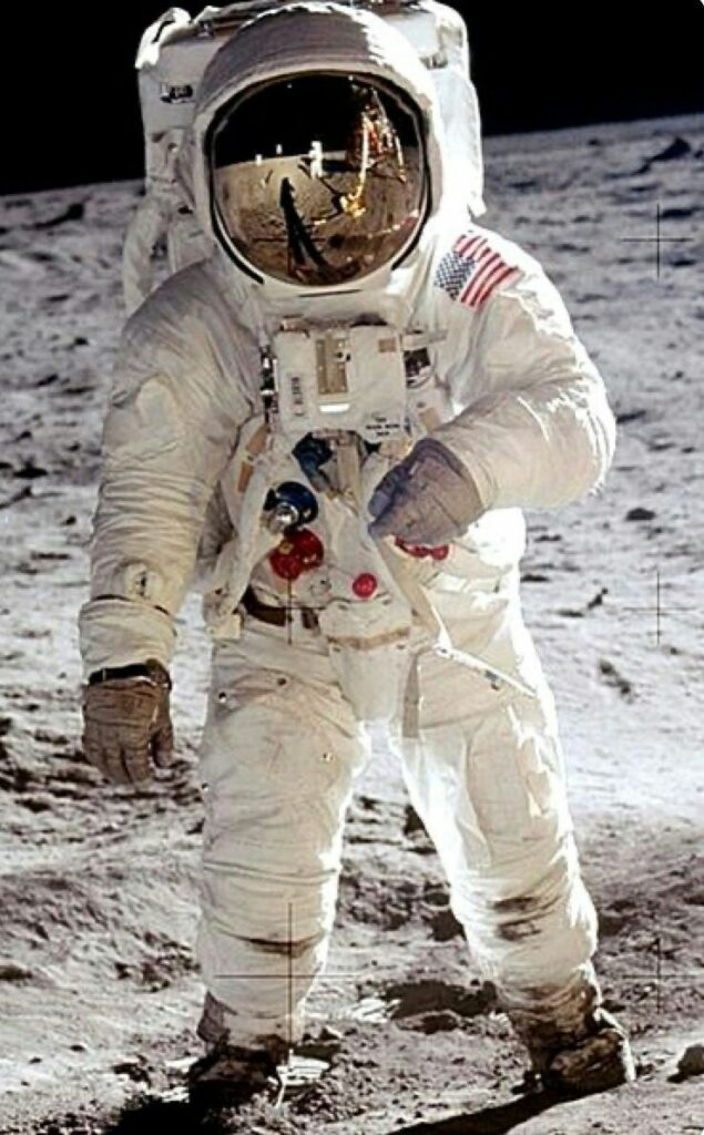 """""""men on moon"""" ,Neil Armstrong,who walked on the moon"""