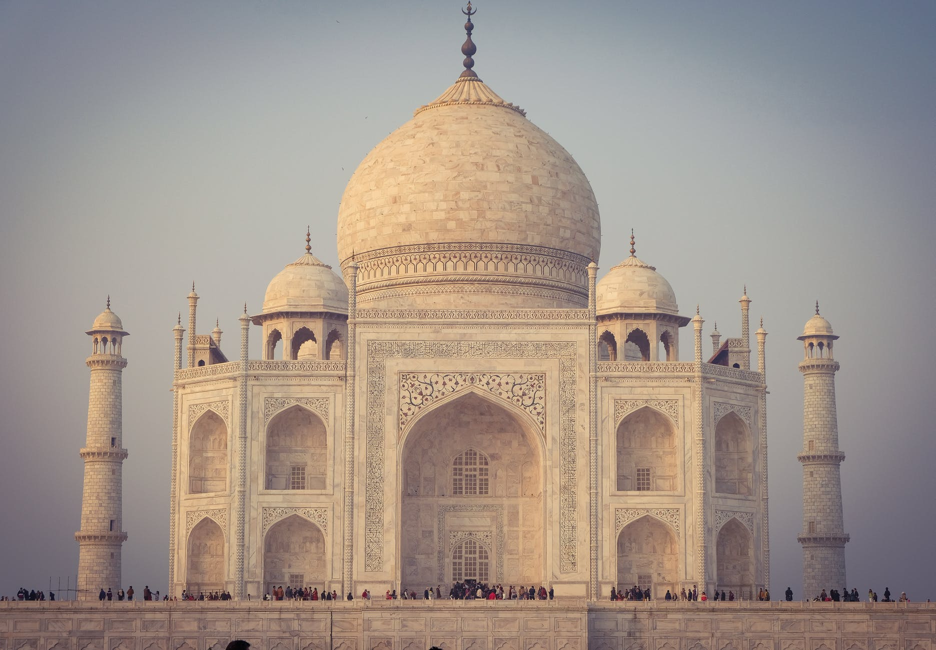 amazing mosque architecture in daylight,Amazing facts about the Taj Mahal